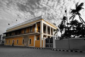 Le consulat de France est hébergé dans l'un des bâtiments patrimoniaux les plus remarquables de la ville.