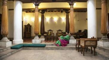 """Le quartier tamoul fait lui aussi l'objet de rénovation. Ici, l'atrium """"Maison Tamoule"""" un hôtel de charme de la chaîne Neemrana's qui restauré de nombreux bâtiments patrimoniaux en Inde"""