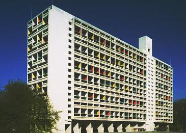 L'unité d'habitation de Marseille — connue sous le nom de Cité radieuse—, a été édifiée entre 1947 et 1952 par Le Corbusier