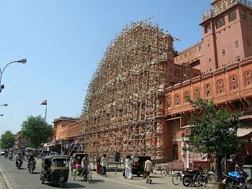 Réhabilitation du Palais du Vent à Jaipur, photo prise lors de sa mission d'expertise en Inde pour l'UNESCO.